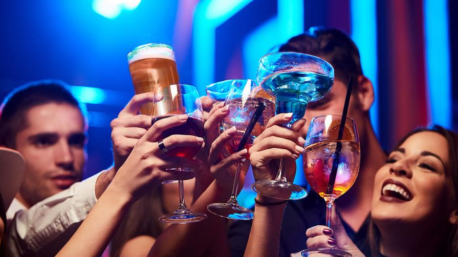 friends-drinking-alcohol-club-party